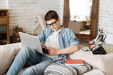 Apex Learning Virtual School student studying at home